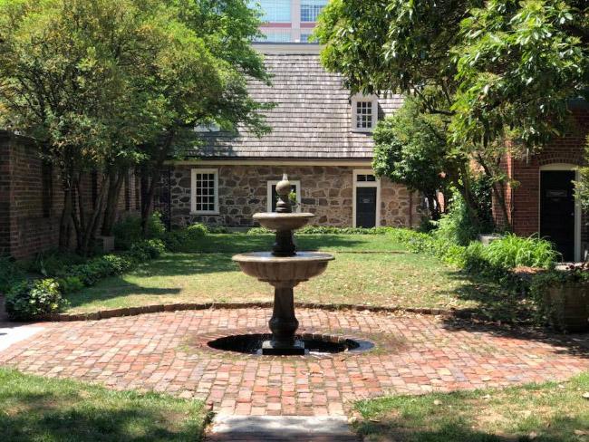Il giardino al Poe Musum